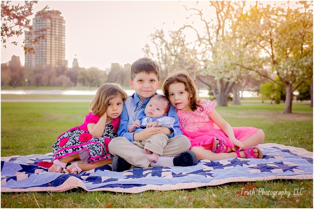 Denver children's portrait, siblings in park