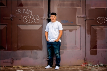 Downtown-Denver-senior-portraits